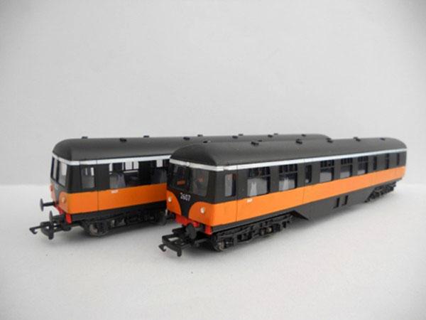 IR/IE 2600 Class Railcar Black over Orange