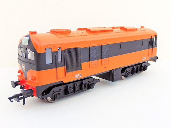 ie_C-Class-orange-black