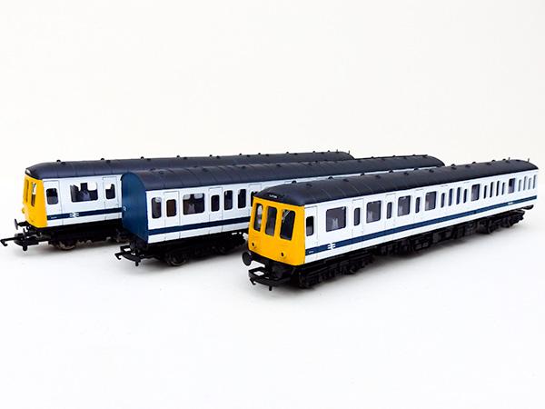 Class116_white_blue_stripe