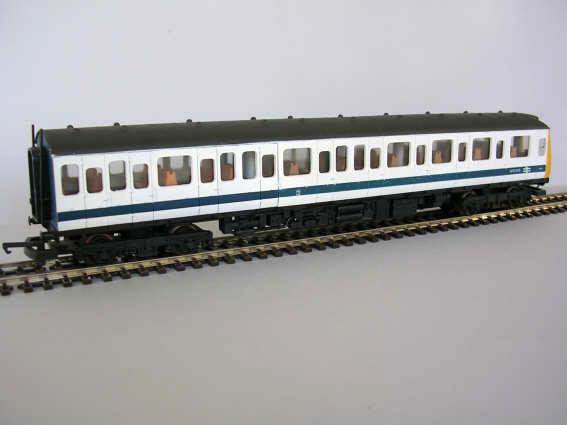 Class117_white_blue_stripe
